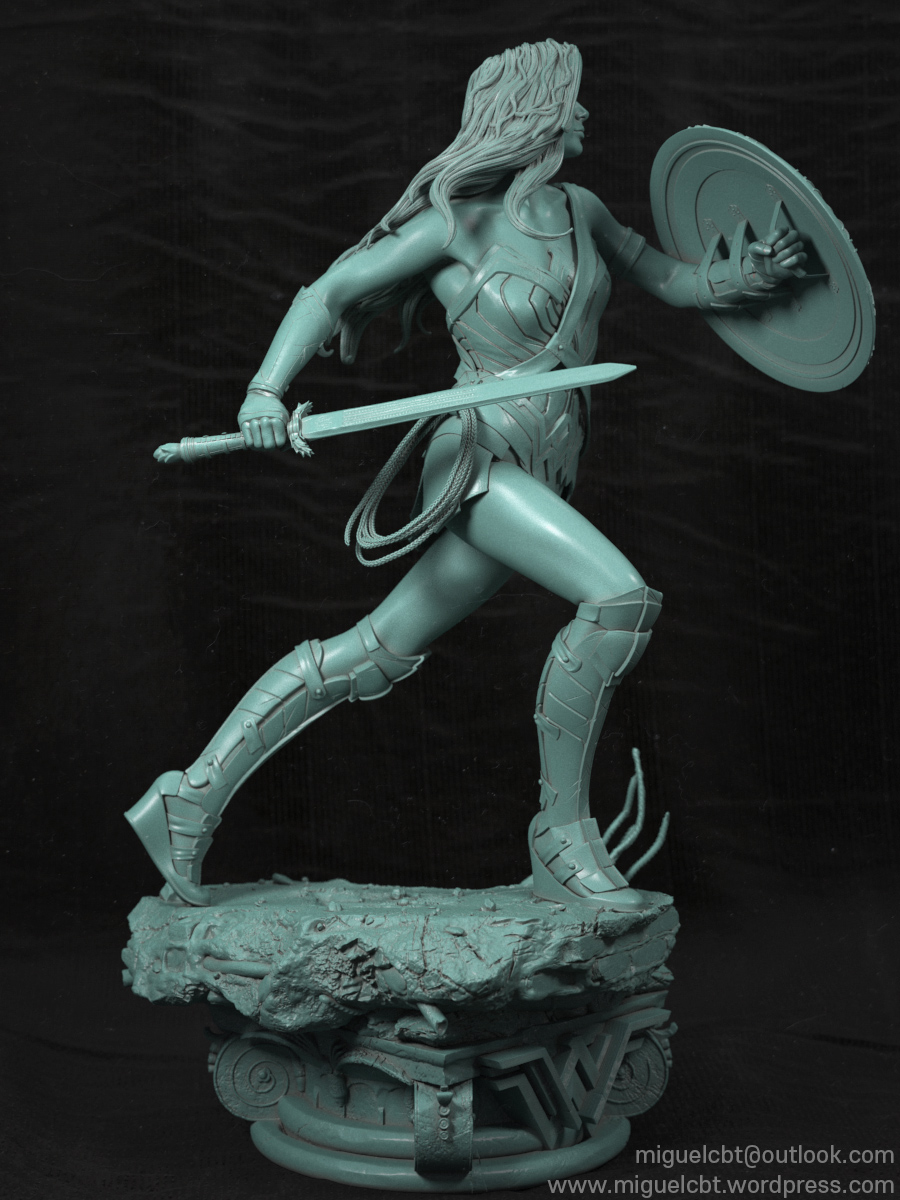 Wonder_Woman_Collectible-09.jpg